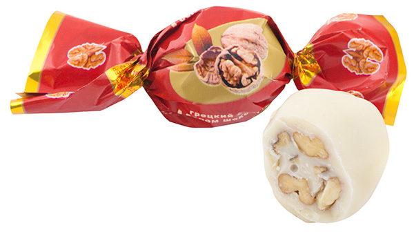 Грецкий орех в белой шоколадной глазури